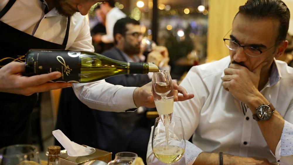 Nei vini Dop acqua al posto dell'alcol: la proposta sul tavolo Ue che non piace alle cantine italiane