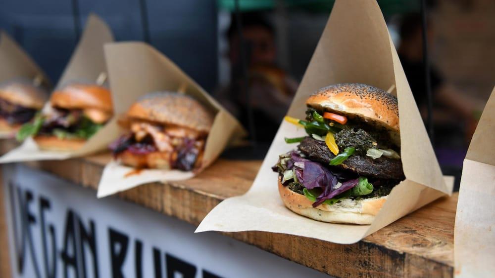 L'azienda leader in Europa per gli hamburger vegani, acquistata dal gigante della carne brasiliano