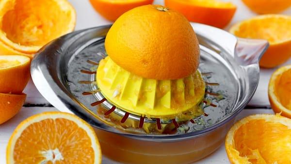 """""""La spremuta di arancia va bevuta subito"""": falso mito o realtà"""