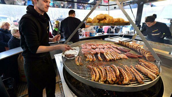 """Mangiare troppa carne """"aumenta il rischio di malattie cardiache, diabete e polmonite"""""""