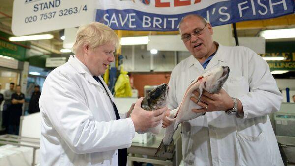 Contro i problemi della Brexit Johnson punta sull'autarchia: mangiamo pesce britannico