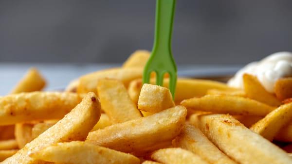 Vino e patatine fritte, le due facce della crisi del coronavirus