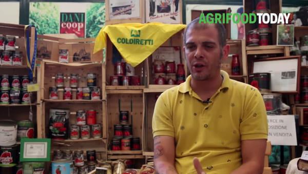 A Sarno, dal 1903, il pomodoro San Marzano si fa a mano. E adesso si usa anche l'acqua marina