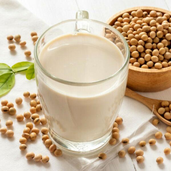 Latte vegetale, l'Italia è il Paese che lo tassa di più in Ue