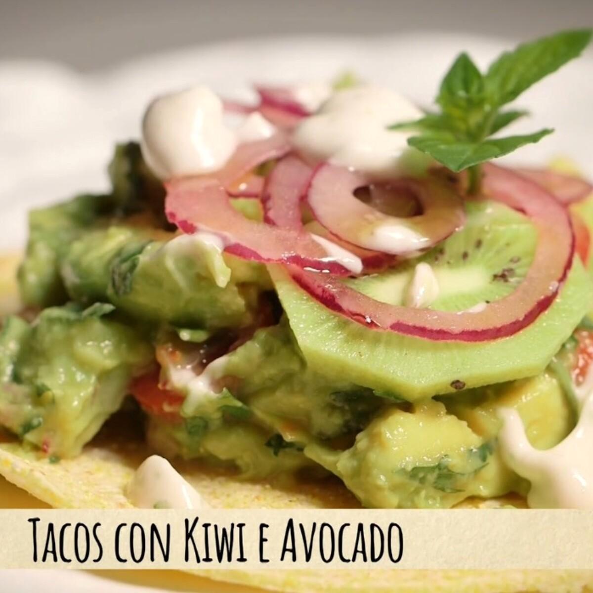 Voglia di un tacos fresco e particolare? Ecco quello con kiwi e avocado